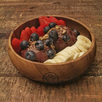 acai bowl at aosa coffee in huntington beach, ca